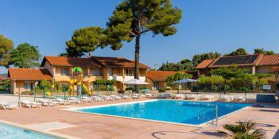 57bd56f6244ed_vacances-piscine-village-vacances-la-londe-les-maures